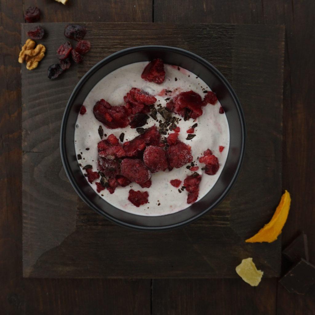 selbstgemacher joghurt-drink als proteinreicher snack